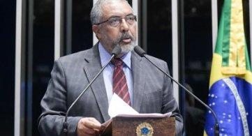 Paulo Paim é destaque em estudo sobre atuação de parlamentares